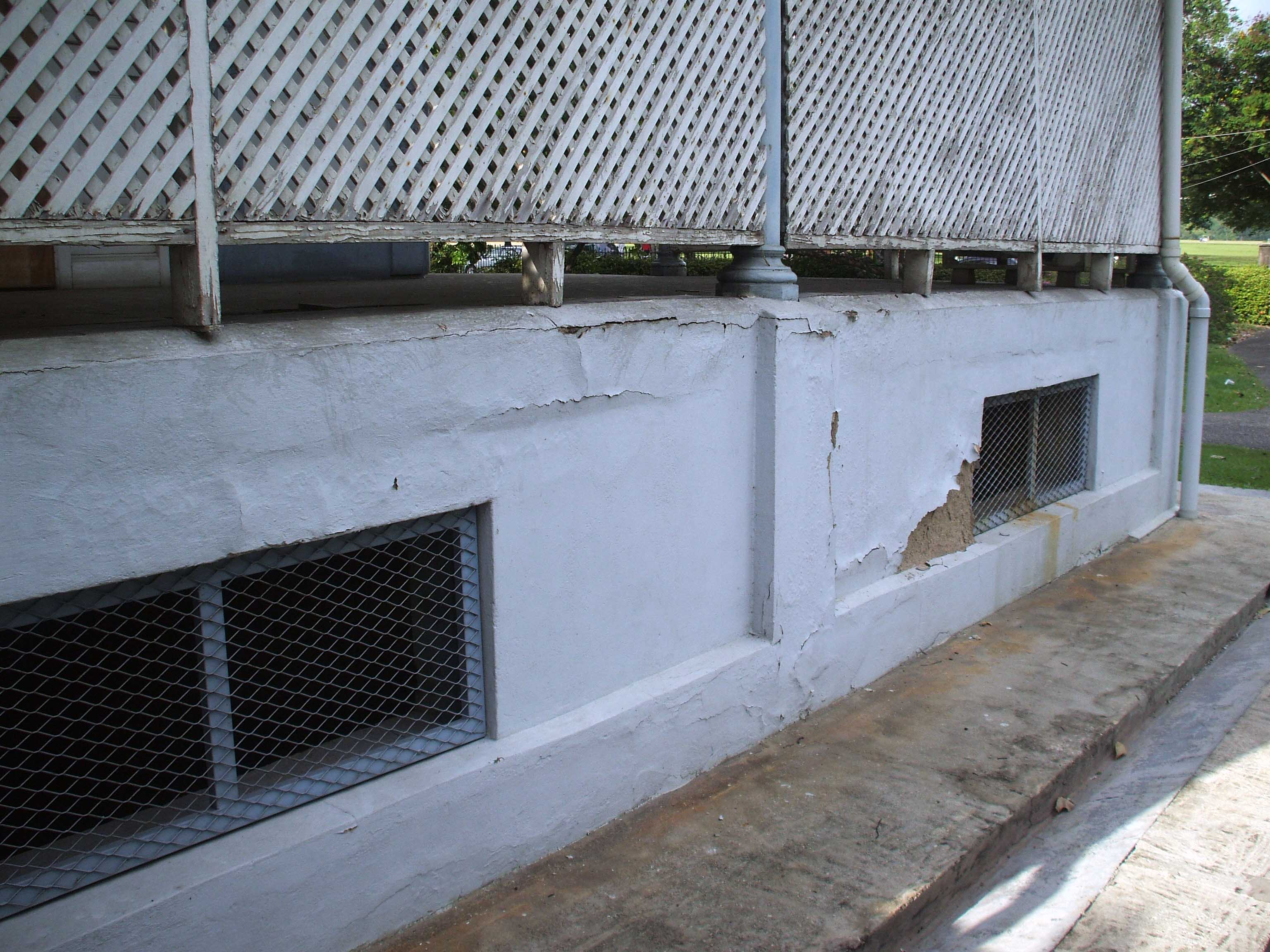 Crumbling concrete walls along the exterior of Hayes Court. Photo courtesy the Hayes Court Restoration Committee.